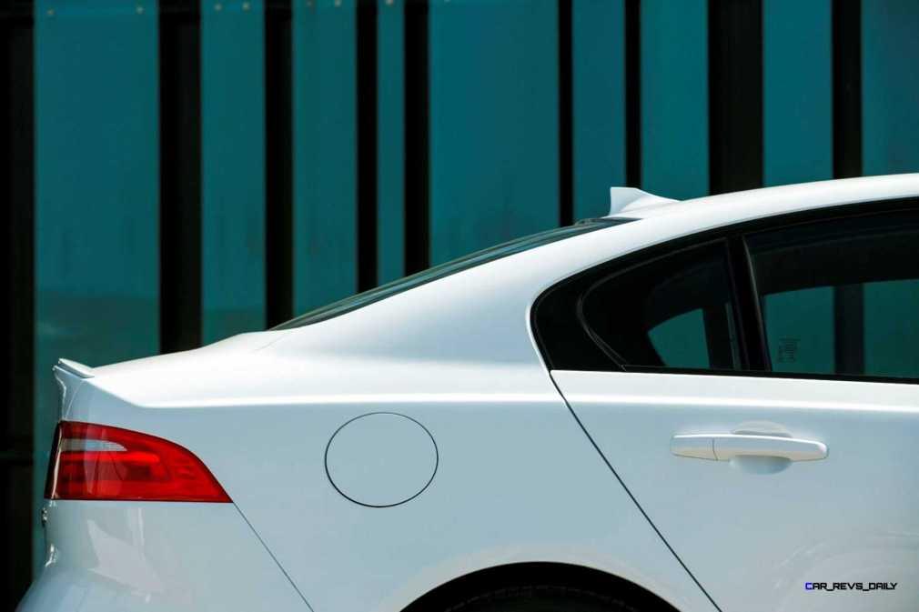 Jaguar_XE_Polaris_V6S_143_(108564)