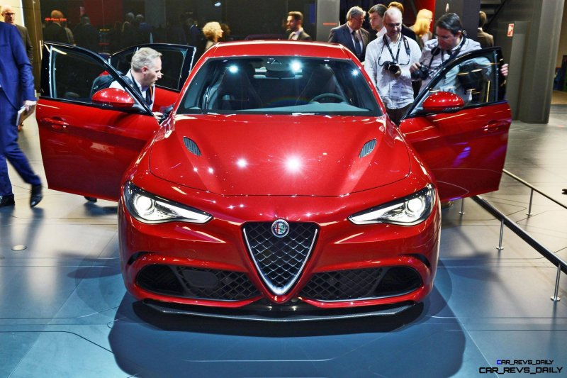 2017 Alfa Romeo GIULIA Quadrifoglio 1