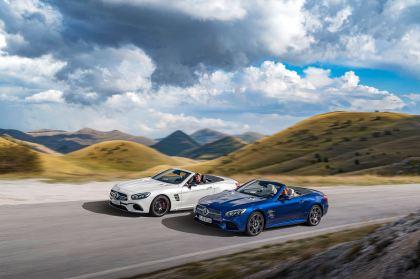 AMG SL 63 (Diamantweiß), SL 500 (Brilliantblau) AMG SL 63 (diamond white), SL 500 (brilliant blue)