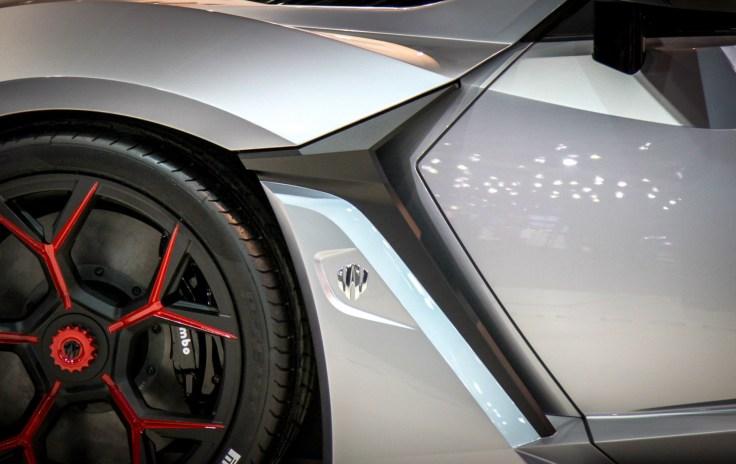 W Motors FENYR SuperSport 6