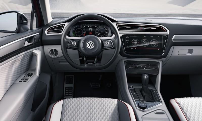 2016 Volkswagen Tiguan GTE Active Concept 24