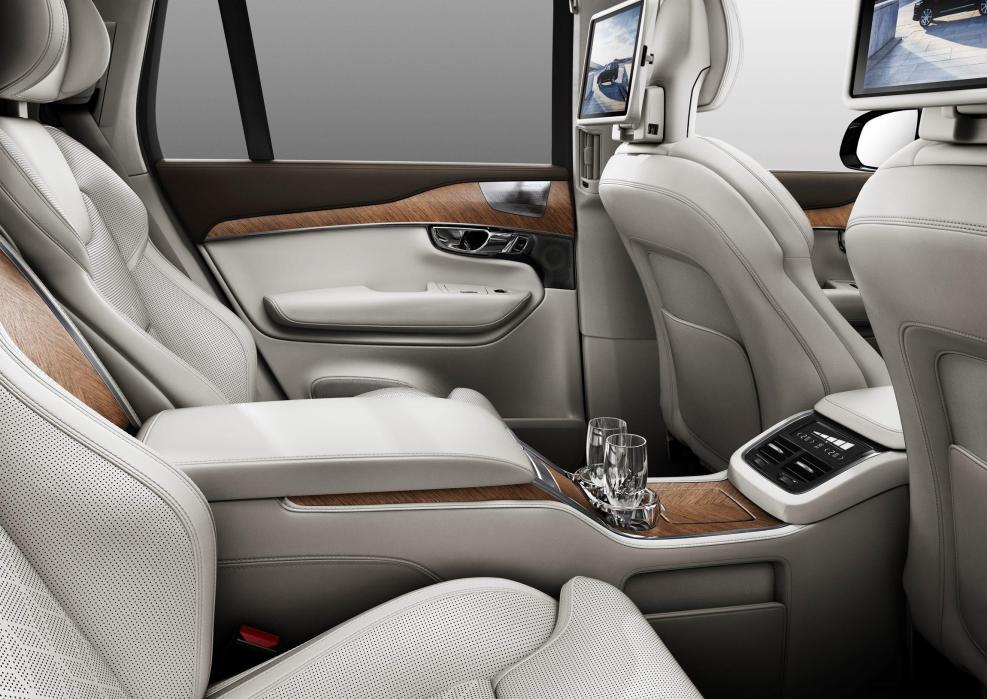180556_Volvo_XC90_Excellence_interior