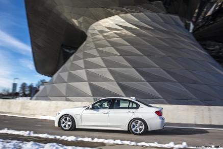 2017 BMW 330e iPerformance 1