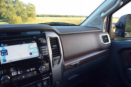2016-nissan-titan-xd-platinum-reserve-5-6l-v8-interior-2
