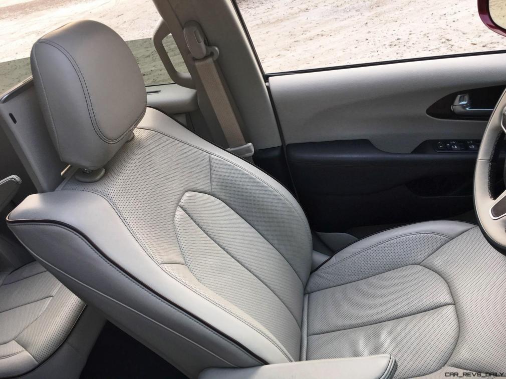 2017 Chrysler Pacifica 31