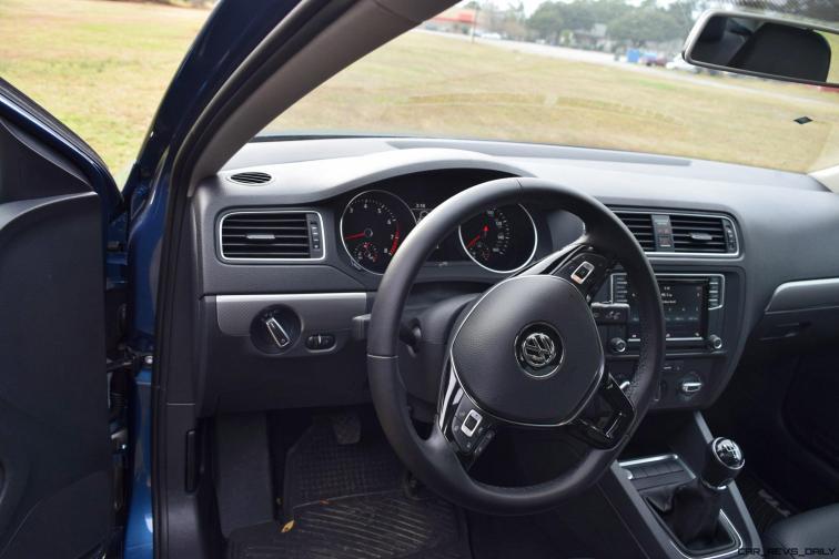 2017 VW Jetta 1.4T - HD Road Test Review 15