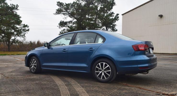 2017 VW Jetta 1.4T - HD Road Test Review 41