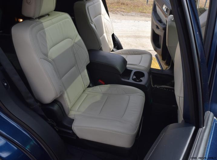 2017 Ford Explorer Platinum - Interior 11
