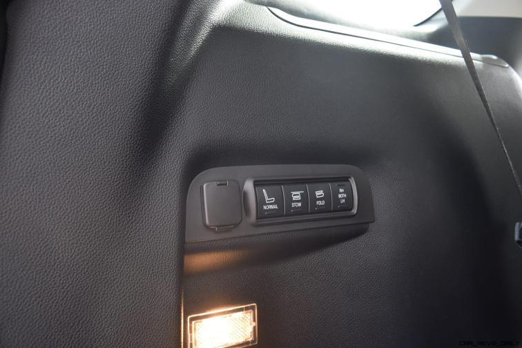 2017 Ford Explorer Platinum - Interior 19