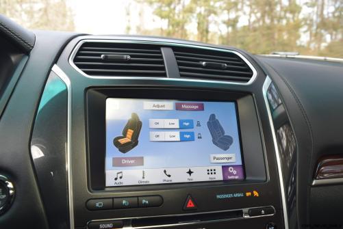 2017 Ford Explorer Platinum - Interior 22