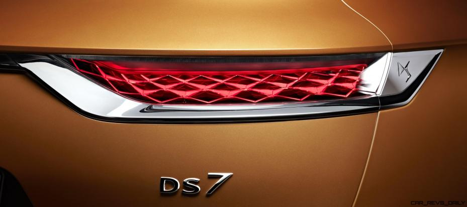 20170228 DS 7 CROSSBACK - Rear light and badge signature HD