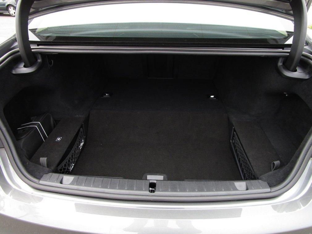 2017 BMW 740e Interior 15