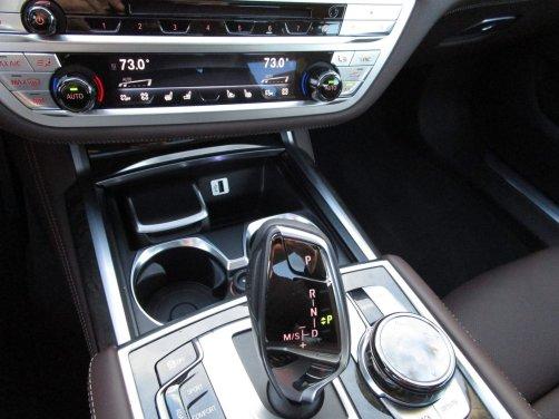 2017 BMW 740e Interior 39