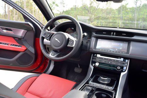 2017 Jaguar XF 35t AWD R-Sport 44
