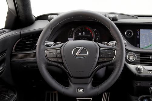 2017_NYIAS_2018_Lexus_LS_500_F_SPORT_018_6A52EE6A78220E4DC1990B291438A21796FAA163