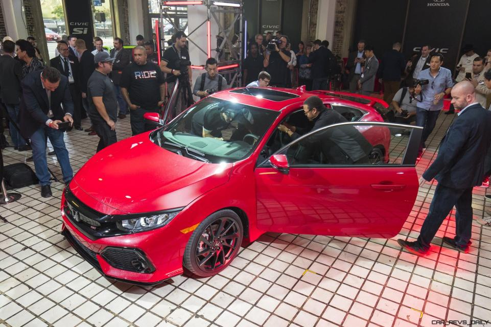 The Civic Si Prototype is revealed in Los Angeles on November 15, 2016.