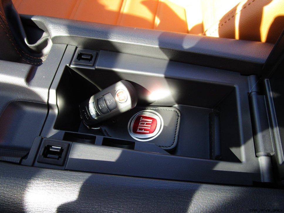 2017 Fiat 124 Spider Lusso INTERIOR 19