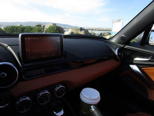 2017 Fiat 124 Spider Lusso INTERIOR 3