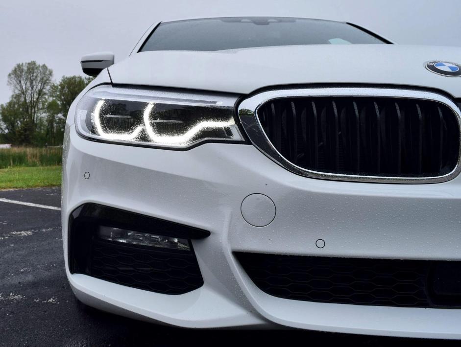 2017 BMW 540i 33