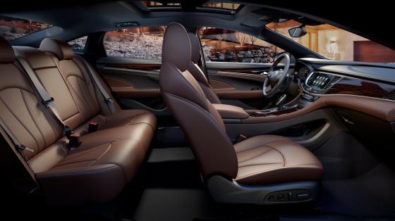 2017-Buick-LaCrosse-011