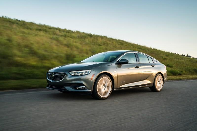 2019-Buick-Regal-Avenir-077