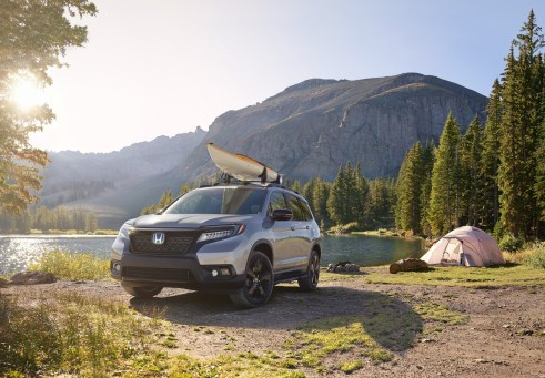 02_2019_Honda_Passport_with_Accessory_Roof_Rack_and_Running_Boards