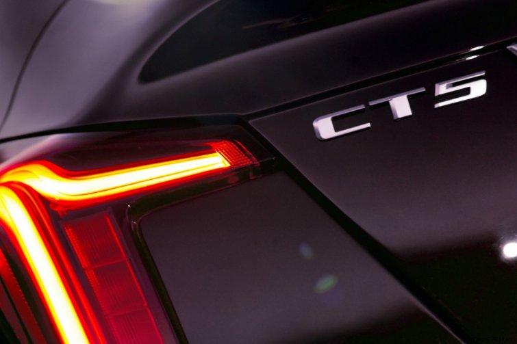 2020-Cadillac-CT5-PremiumLuxury-007