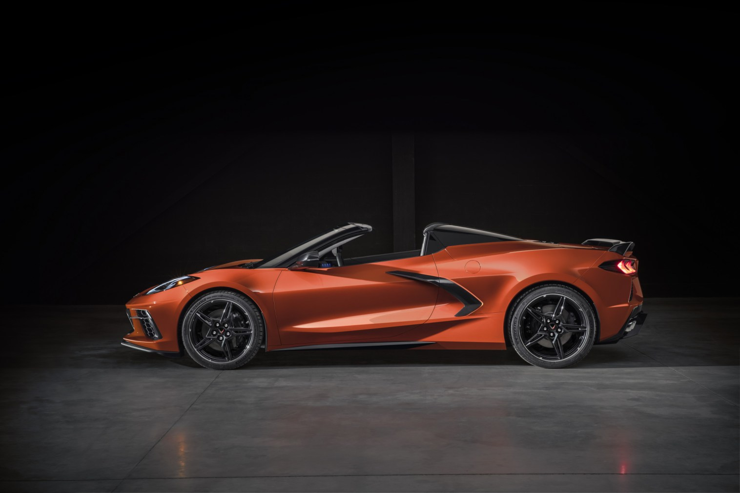 2020-Chevrolet-Corvette-Stingray-Convertible-009