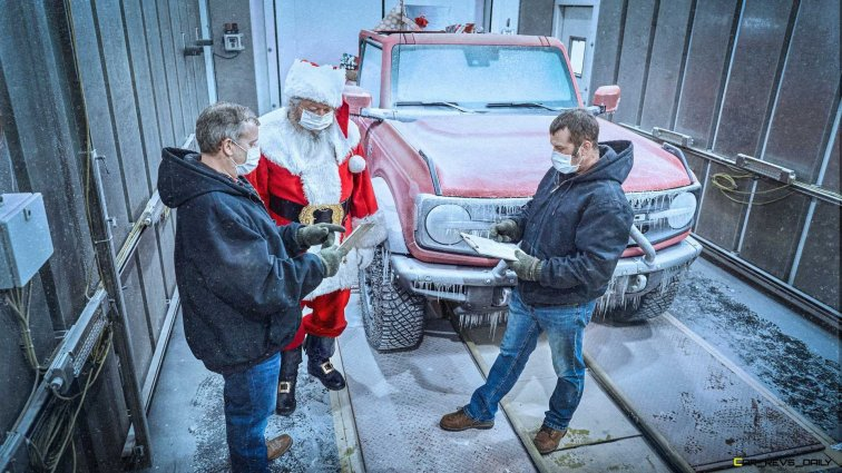 ford-bronco-with-santa (3)