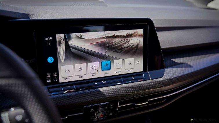 2022-volkswagen-golf-r-us-version-infotainment-screen