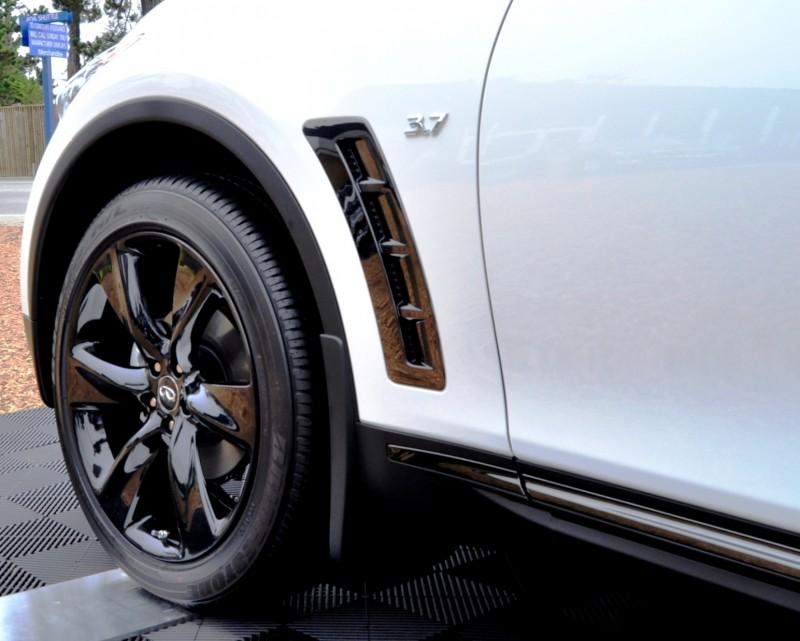 Car-Revs-Daily.com 2015 INFINITI QX70S 51