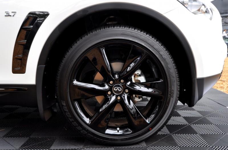 Car-Revs-Daily.com 2015 INFINITI QX70S 57