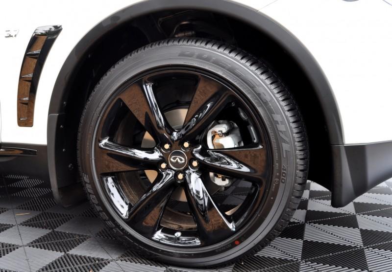Car-Revs-Daily.com 2015 INFINITI QX70S 58