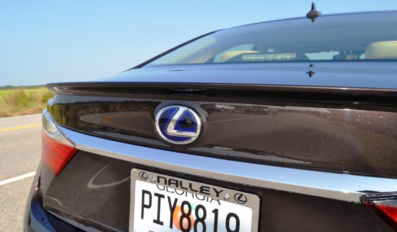 Car-Revs-Daily.com 2015 Lexus ES300h Review 15