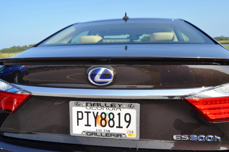 Car-Revs-Daily.com 2015 Lexus ES300h Review 16