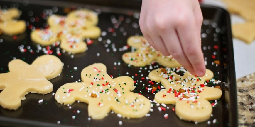 Start your own Christmas traditions with the help of this idea roundup for the most fun, festive and jolly Christmas time traditions ever!