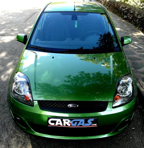 ford fiesta - car and gas - frontal 2