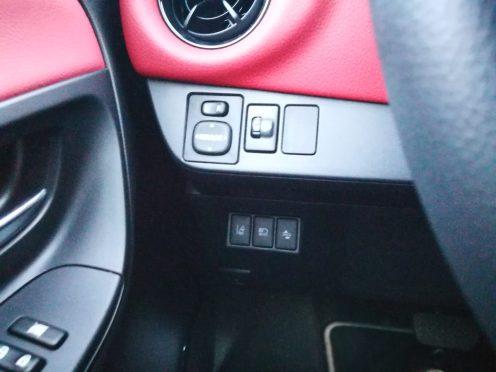 botonera Toyota Yaris hibrido
