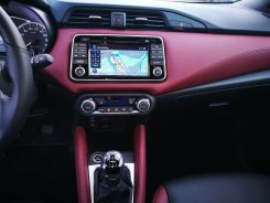 Nissan Micra Consola central