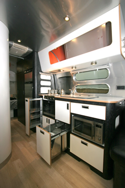Caravan Kitchen Winner - Airstream 684