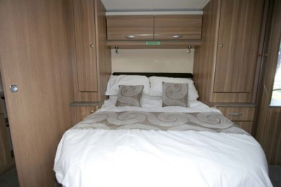 Sterling Eccles Sport 584 Island caravan bed
