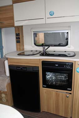 Elddis Xplore 402 Caravan - Kitchen