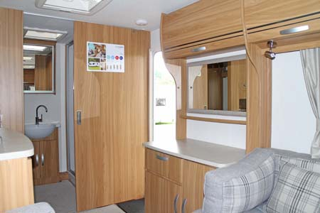 Lunar Lexon 470 Dresser & shower room