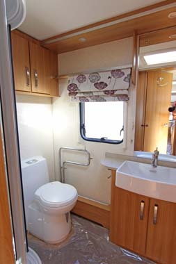 Coachman Laser 620 Shower room V1