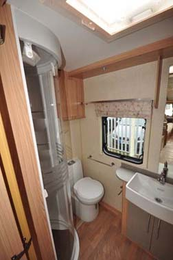 Coachman Vision Xtra 520 shower room