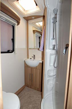 Lunar Quasar 586 Shower room
