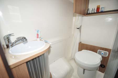 Rapido Dreamer D42 Washroom