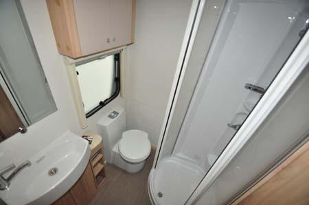 Elddis Xplore 586 washroom