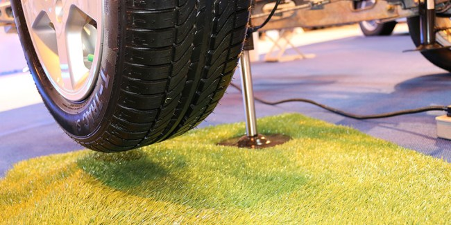 Lift up the caravan to fit your wheel locks with E&P Levelsystem