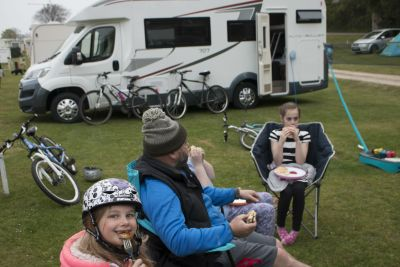 Eating outside motorhome accessory